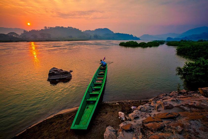 Mekongo upė Nong Khai provincijos pakraštyje atskiria Tailandą nuo Laoso