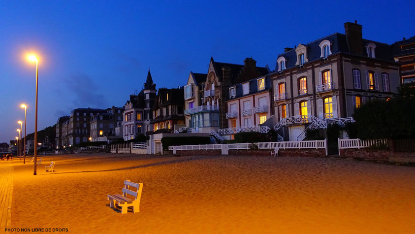 Eclairage maison, plage de Trouville, photo non libre de droits