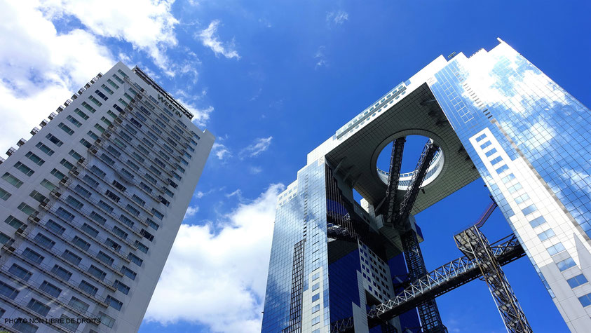 Building de verre et d'acier, Umeda Sky Building, Japon, photo non libre de droits