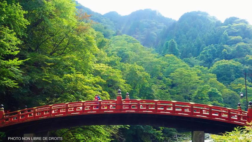 Le pont Shinkyo, Nikko, Japon, photo non libre de droits