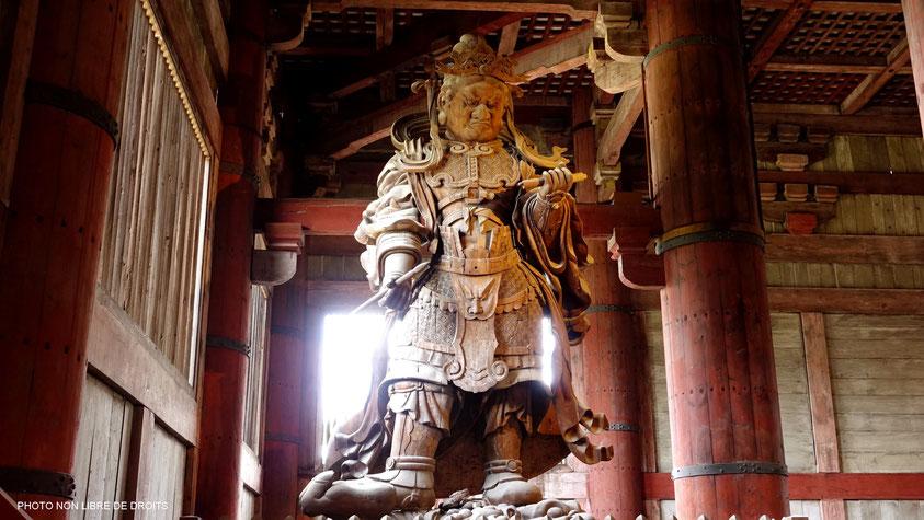 Gardien de Daibutsu, Daibutsu-Den, Nara, photo non libre de droits