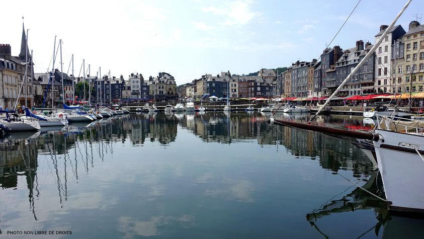Bassin miroitant, Honfleur, photo non libre de droits