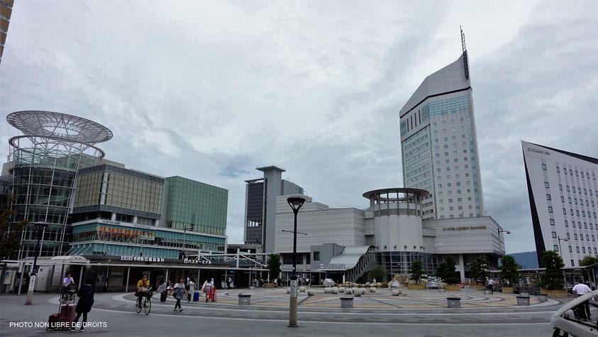 Place de la gare, Takamatsu, île de Shikoku, photo non libre de droits