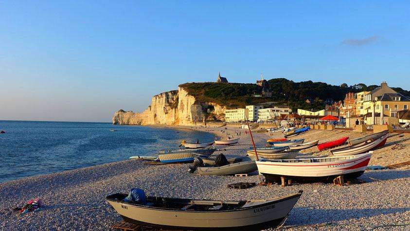 Bateaux au repos, Etretat, Normandie, photo non libre de droits