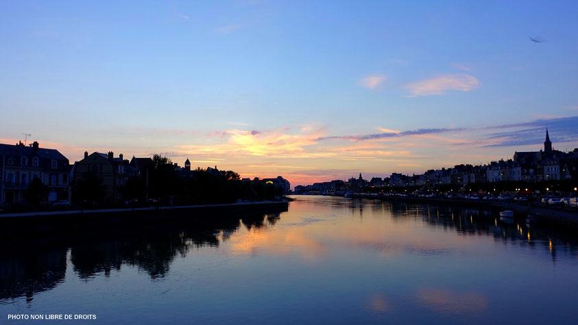 La Touques, entre Deauville et Trouville, photo non libre de droits