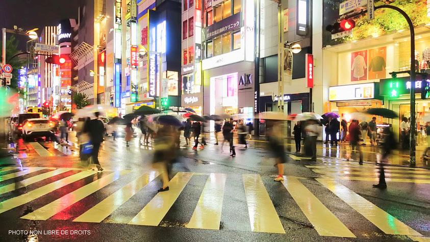 Tokyo tourbillonnant, Japon, photo non libre de droits