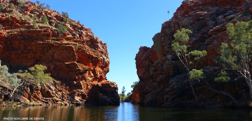 Ellery Creek Big Hole, West MacDonnell Ranges, Australie, photo non libre de droits