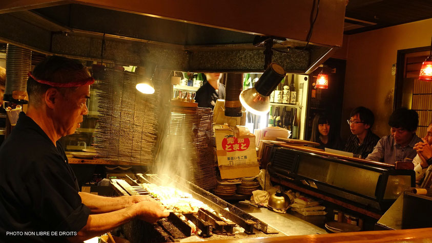Yakitoris au grill, île de Shikoku, photo non libre de droits