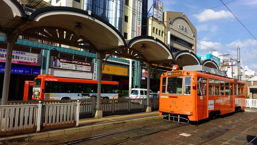 Un tramway nommé plaisir, Matsuyama, Japon, photo non libre de droits
