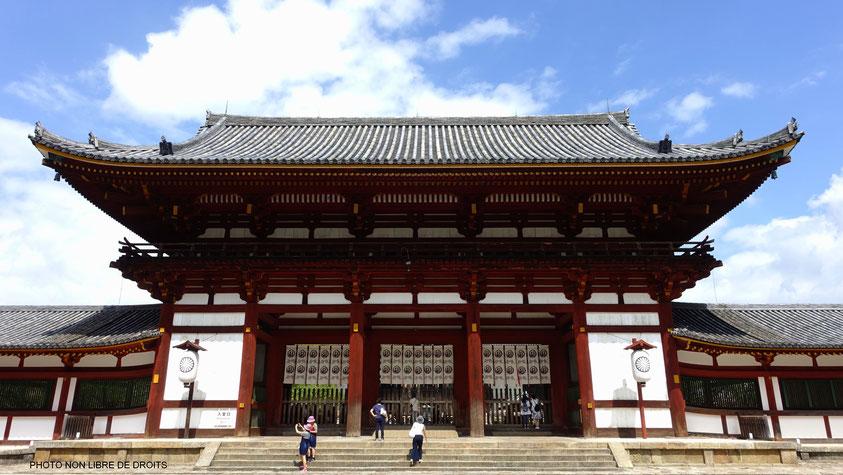 Porte rouge de Tödai-Ji, Kansaï, Japon, phto non libre de droits