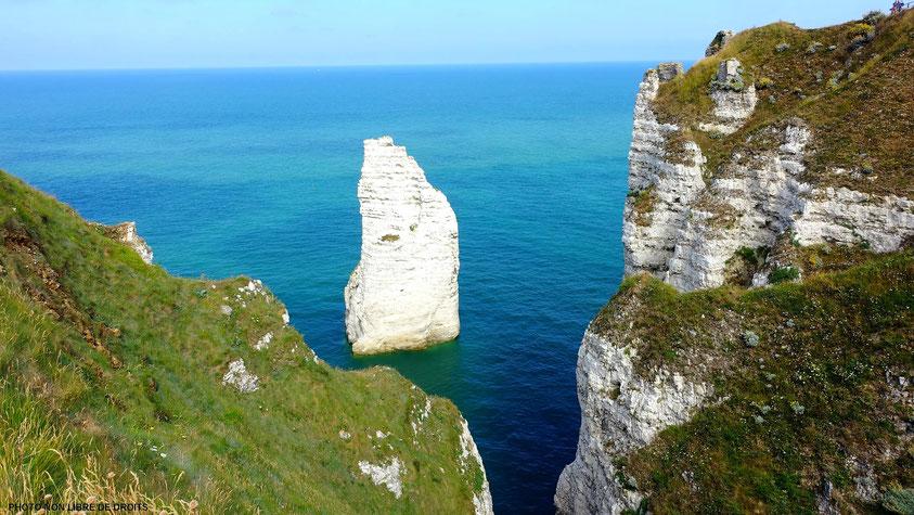 Au bord du précipice, Falaise d'Etretat, photo no libre de droits