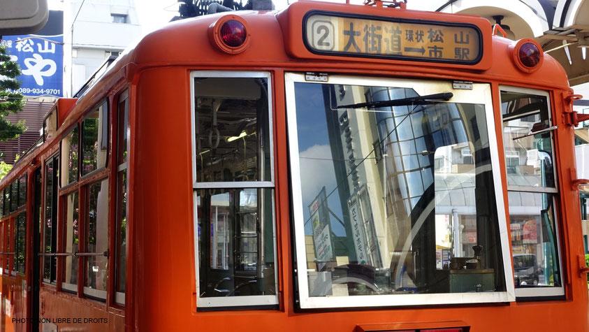Une ville en tramway, Matsuyama, Japon, photo non libre de droits