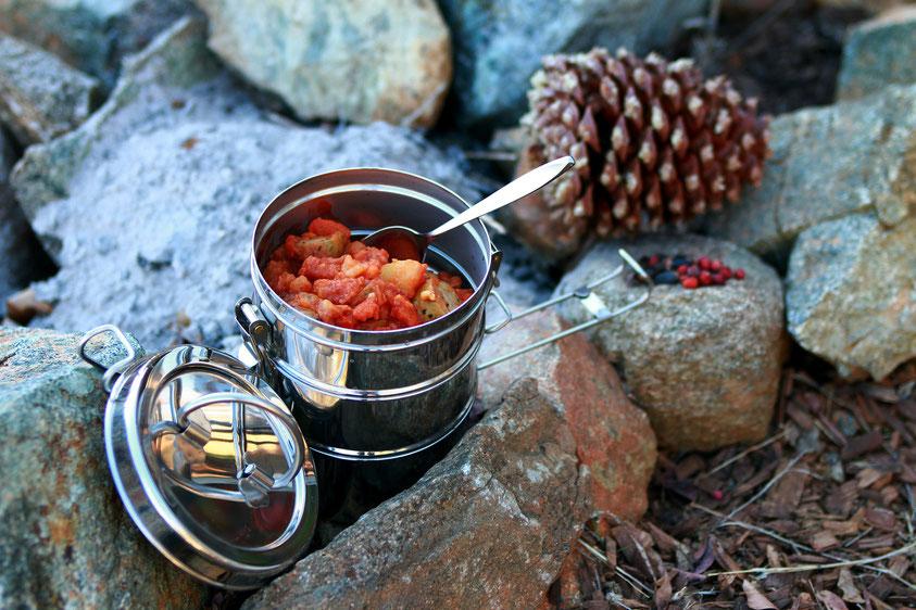 Plastikfrei Lebensmittel verpacken beim Campen mit Edelstahl