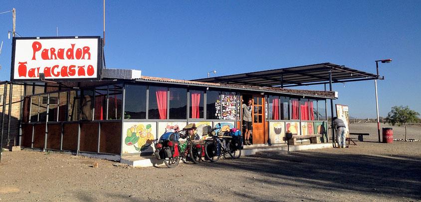 Nach 105 heissen Kilometern das erhoffte Restaurant. Jetzt ein grosses, kaltes Bier!