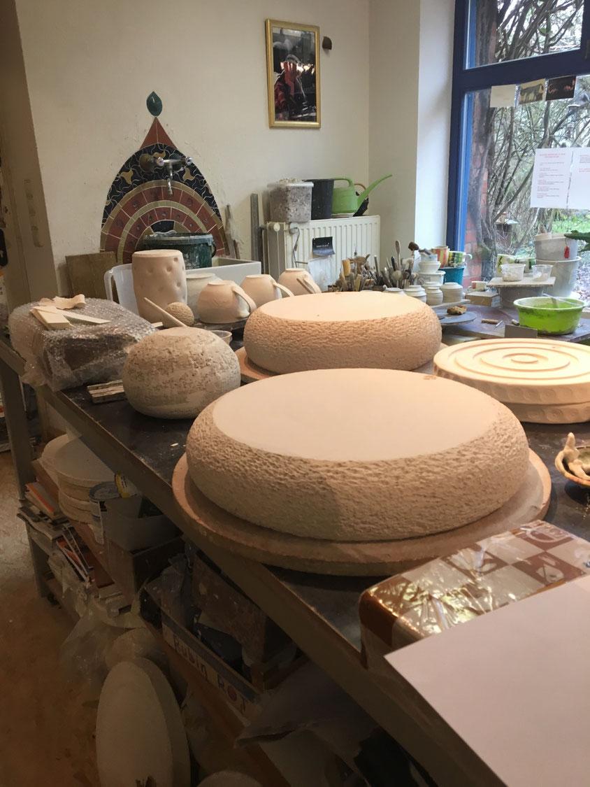 Steinzeug und Porzellan