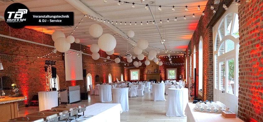 Hochzeits DJ in der Vorburg Heimerzheim mit umfangreicher Ton- und Lichttechnik