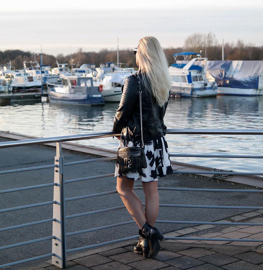Outfit Sweater & Skaterrock | Wenn man im Winter plötzlich nicht mehr weiß, was man anziehen soll | hot-port.de | 30+ Style Blog