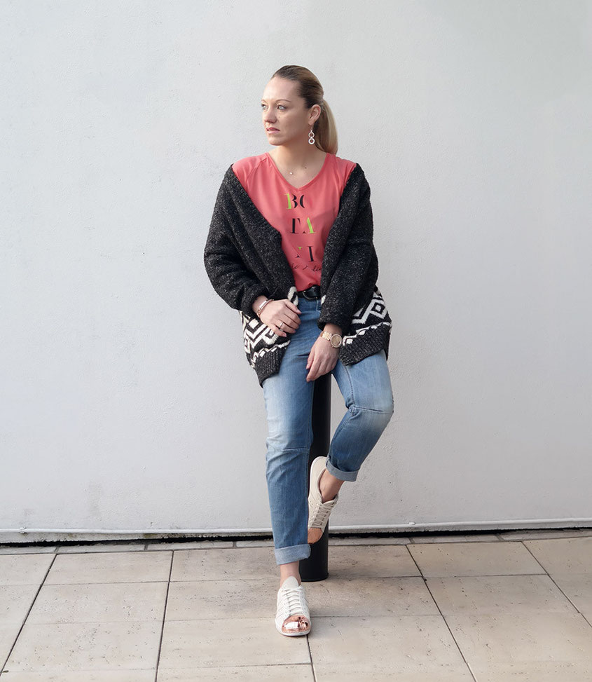 Outfit Boyfriend Jeans - Botani Le Jardin Shirt - Norweger Cardigan - Adidas Superstars | hot-port.de | Streetstyle Blog