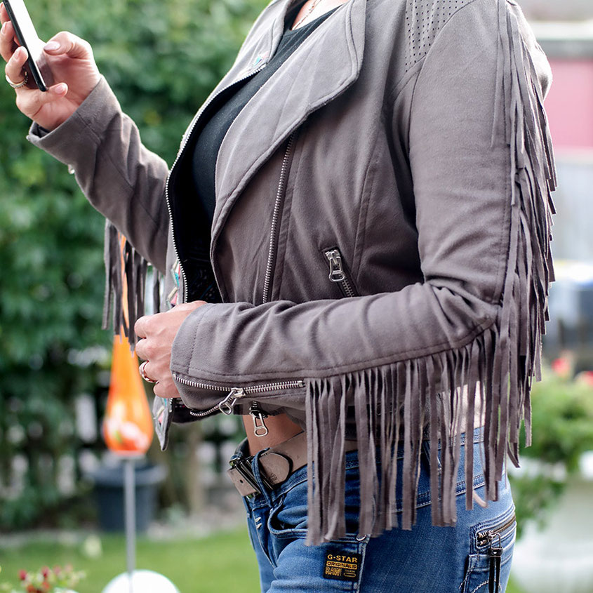 Like a Rebel | Maze Velourlederjacke mit Fransen | Fransenjacke & Crop Top Do Not Disturb | hot-port.de | Lifestyle Blog