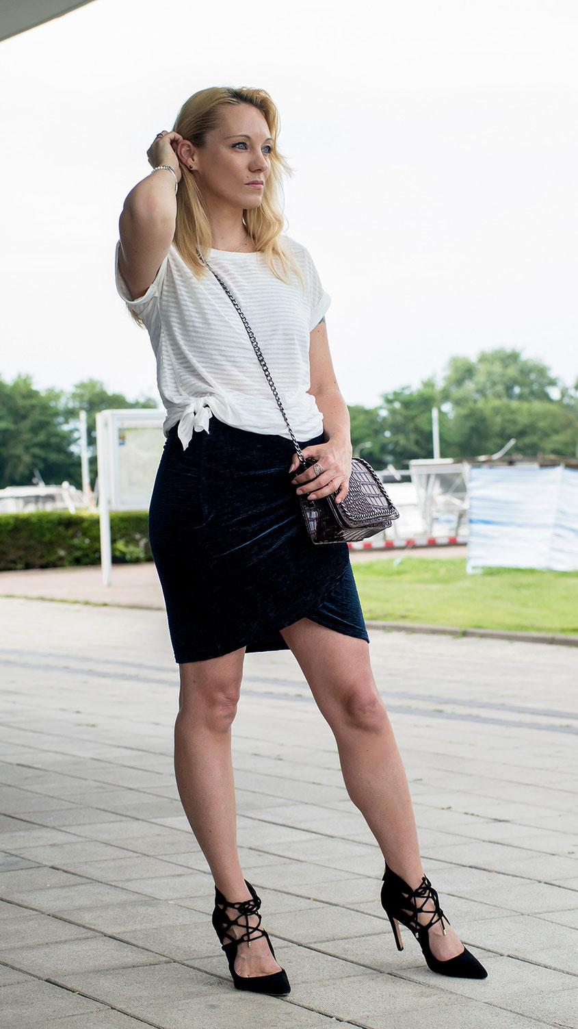 Heute möchte ich Euch wieder einmal einen richtig coolen Style Trend ans Herz legen, den Ihr mit Sicherheit noch nicht auf dem Schirm hattet: Geknotete Oberteile | Hot Port Life & Style | 30+ Modeblog