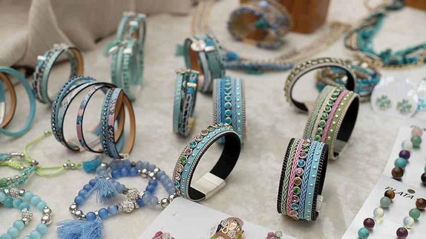 Coole Fashion Spots | Der Hippie Markt in Es Canyar auf Ibiza | Wunderschöne Armbänder im landestypischen Look