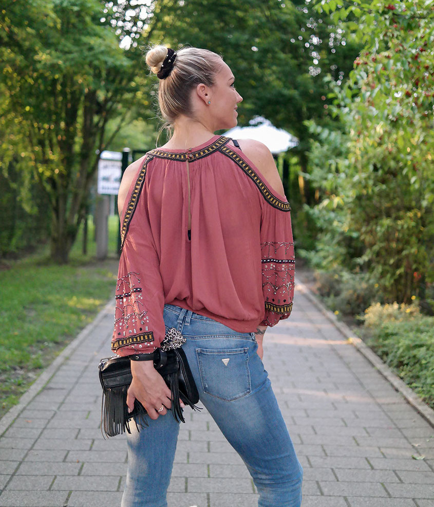 Outfit Gipsy Days | Guess Ultra Boot Low Bootcut Jeans & Free People Tuscan Tunika