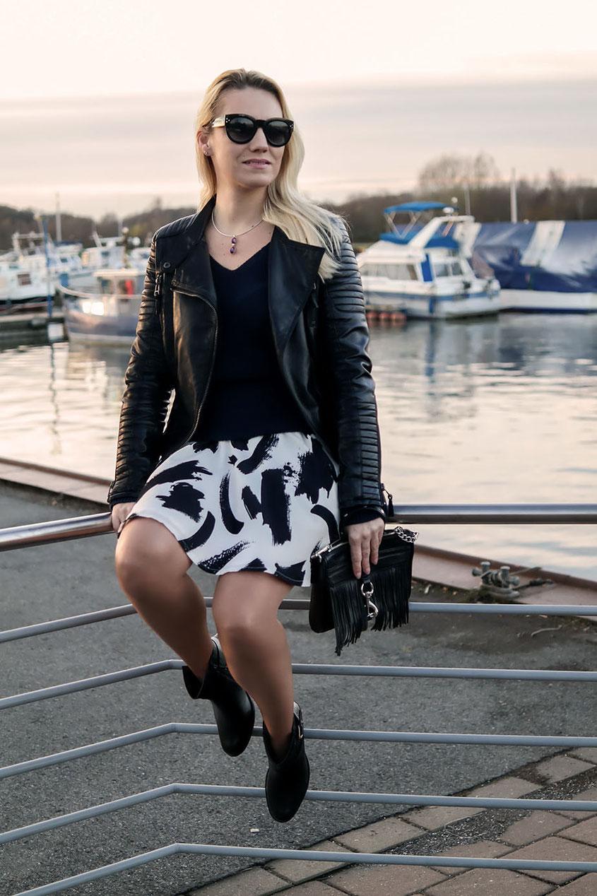 Outfit Sweater & Skaterrock, Lederjacke von Zara sowie Rebecca Minkoff Mini Mac Fringe | Wenn man im Winter plötzlich nicht mehr weiß, was man anziehen soll | hot-port.de | 30+ Style Blog