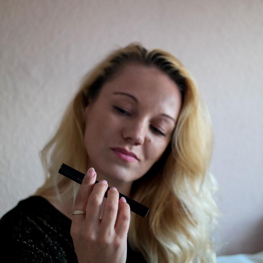 Lange, volle Wimpern - ein Schönheitsmerkmal, auf das Frau ungern verzichten möchte | Bringen Wimpern Seren wie Luxe Lash tatsächlich etwas? | hot-port.de | 30+ Style Blog