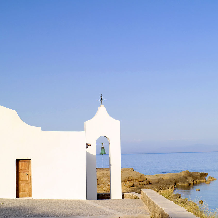 Beautiful Greece | Church at Agios Nikolaos Beach Zakynthos | hot-port.de | 30+ Lifestyle Blog