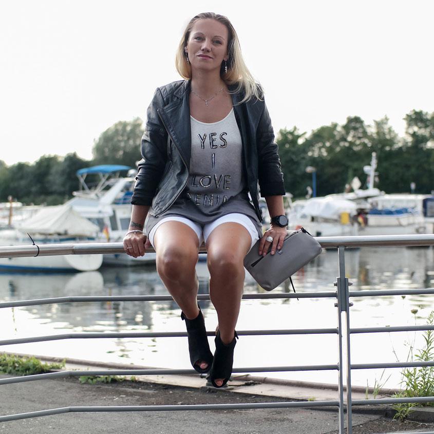 Outfit Weiße Jeans Shorts & Ombre Shirt Yes I Love Denim von Herrlicher   hot-port.de   30+ Style Blog