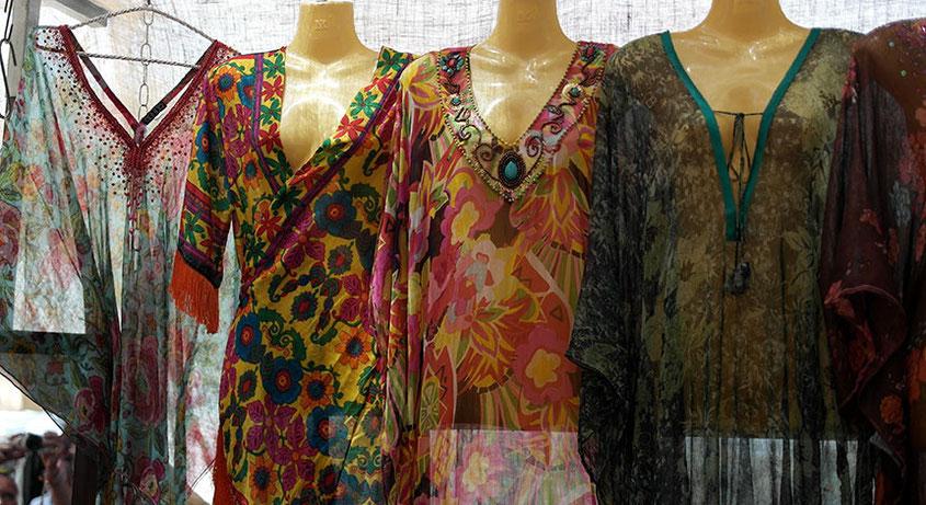 Coole Fashion Spots | Der Hippie Markt in Es Canyar auf Ibiza | Landestypische Tuniken