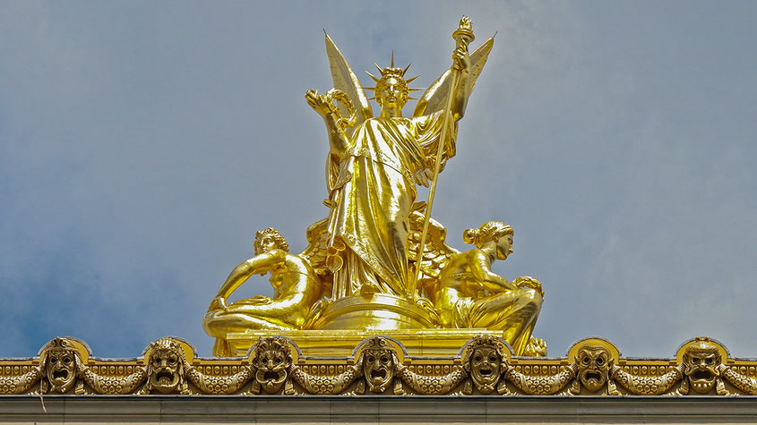 Hot Spot Paris | Goldene Engelsstatue auf dem Dach der Pariser Garnier Oper | Hot Port Life & Style | 30+ Lifestyle Blog