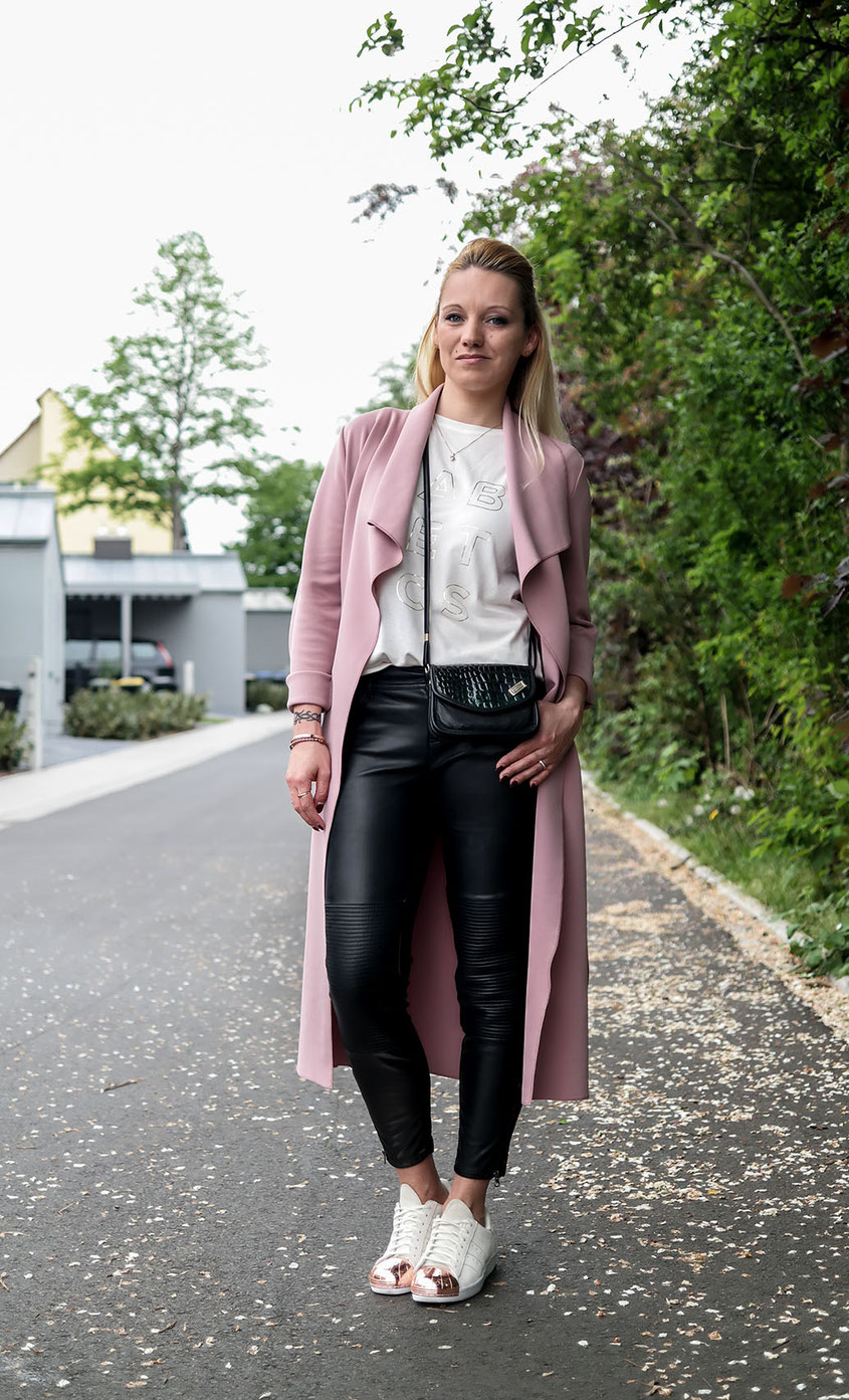 Outfit | Cream & Gold | Fabletics Fashion Top with Fake Leather Leggings, Scuba Waterfall Coat & Adidas Superstar Metal Toe | hot-port.de | Over 30 Fashion Blog from Germany