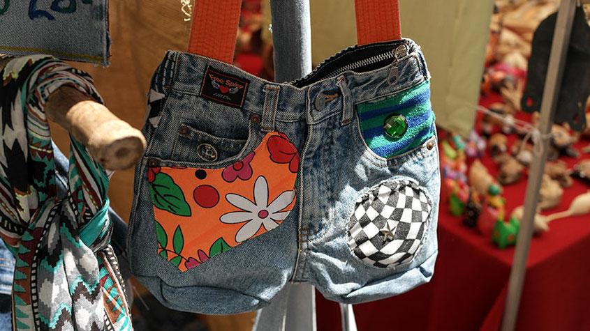 Coole Fashion Spots | Der Hippie Markt in Es Canyar | Außergewöhnliche Taschen im Denim Style