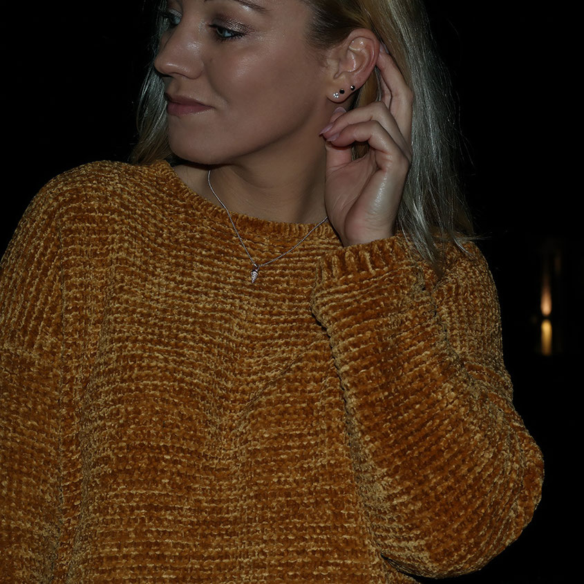 Outfit | Pepe Leandra Chenille Pulli in Senfgelb & Schmuck von Thomas Sabo | hot-port.de | 30+ Style Blog