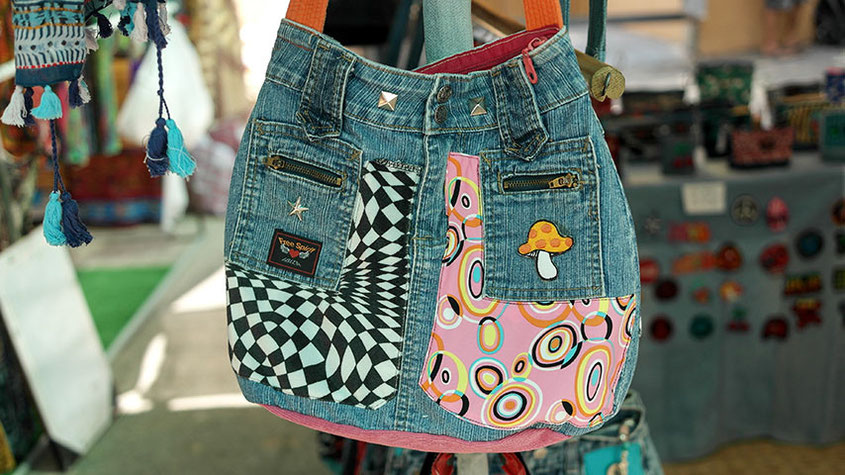 Coole Fashion Spots | Der Hippie Markt in Es Canyar | Außergewöhnliche Taschen im Denim Look