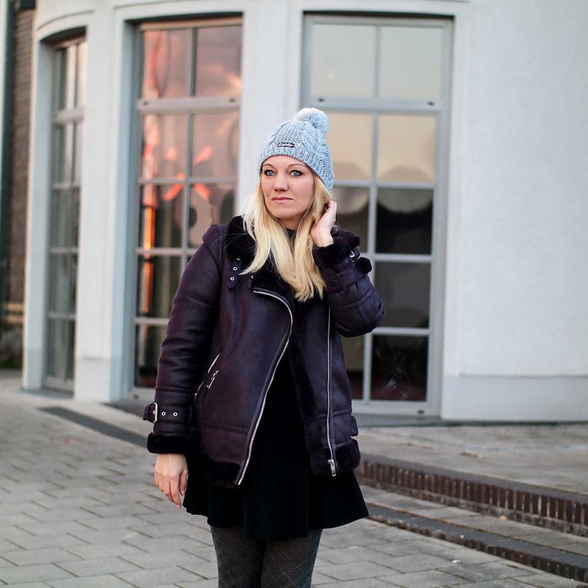 Winter in Deutschland | Zwar nicht unbedingt schneeweiß, dafür aber knackekalt | Jetzt helfen nur eine dicke Shearling Jacke von Warehouse, Overknees & meine coole Eisbär Bommelmütze | hot-port.de | Ein Mode & Lifestyle Blog für Frauen über 30