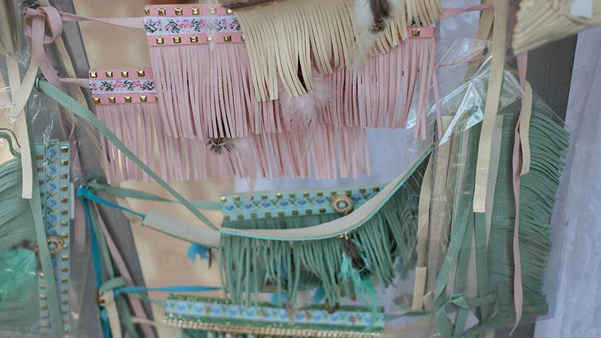 Coole Fashion Spots | Der Hippie Markt in Es Canyar | Hippe Gürtel im Fransenlook