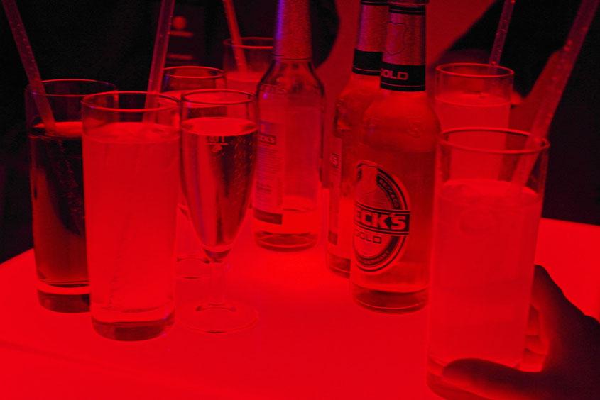 Drinks & Fun im Scheinwerferlicht der Jahrhunderthalle Bochum
