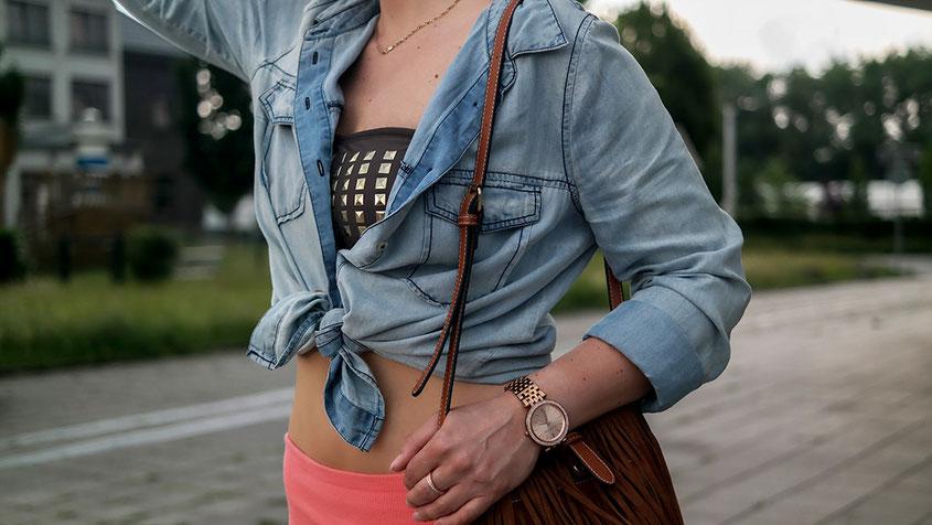 Outfit Ibiza City Style mit meiner geliebten Palazzohose, Jeanshemd, Fransentasche & Espadrilles | Ein typischer Ibiza Boho Modestil | hot-port.de | 30+ Fashion Blog