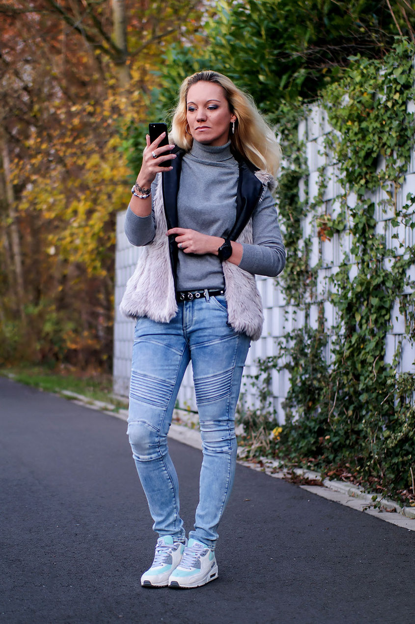 Herbstlook Outfit mit Fellweste, Biker Jeans & Air Max | hot-port.de | 30+ Fashion & Style Blog