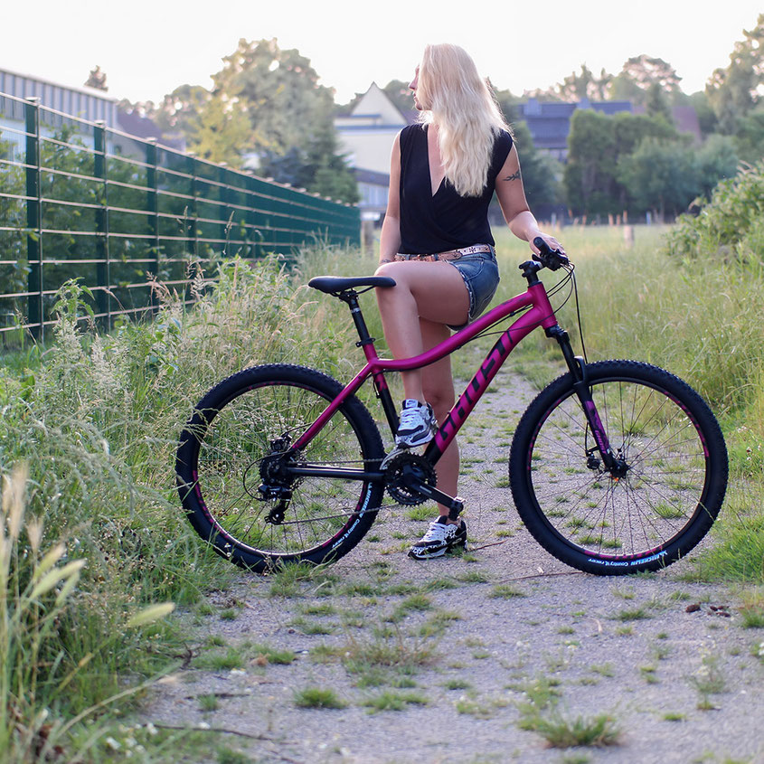 Ghost Lanao 1.6 AL Hardtail in Berry Pop | Mit diesem Mountainbike macht das Radeln auch Bloggerinnen Spaß | hot-port.de | Lifestyle Blog