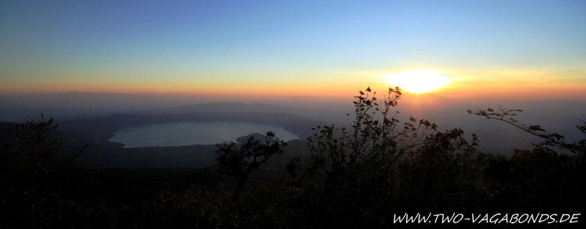 SONNENAUFGANG ÜBER DEM VULKAN SAN SALVADOR