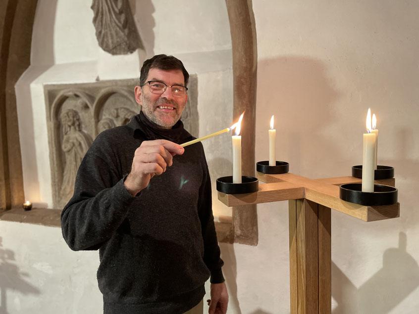 Küster Gerd Borchers ist auch im Lockdown immer wieder in der Kirche anzutreffen.