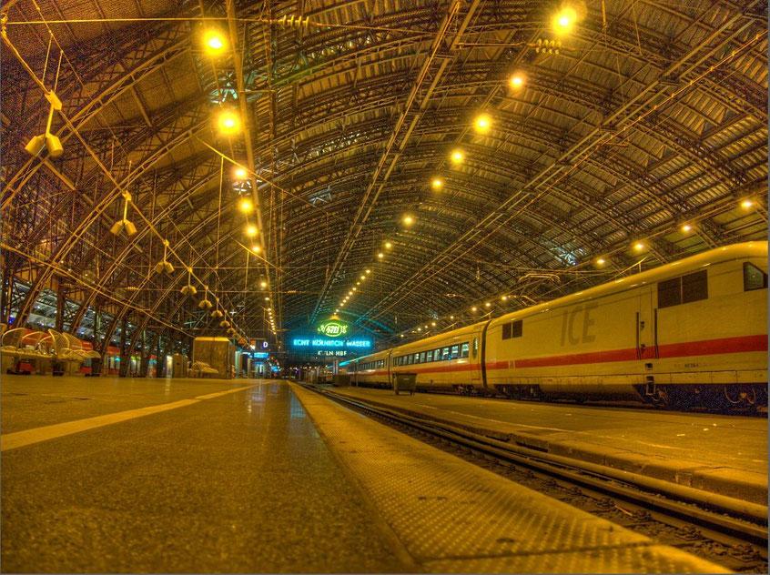 Kölner Hauptbahnhof, Gleis 7 am So, den 20.Mai 2013; (Linksklick für Vergrößerung)