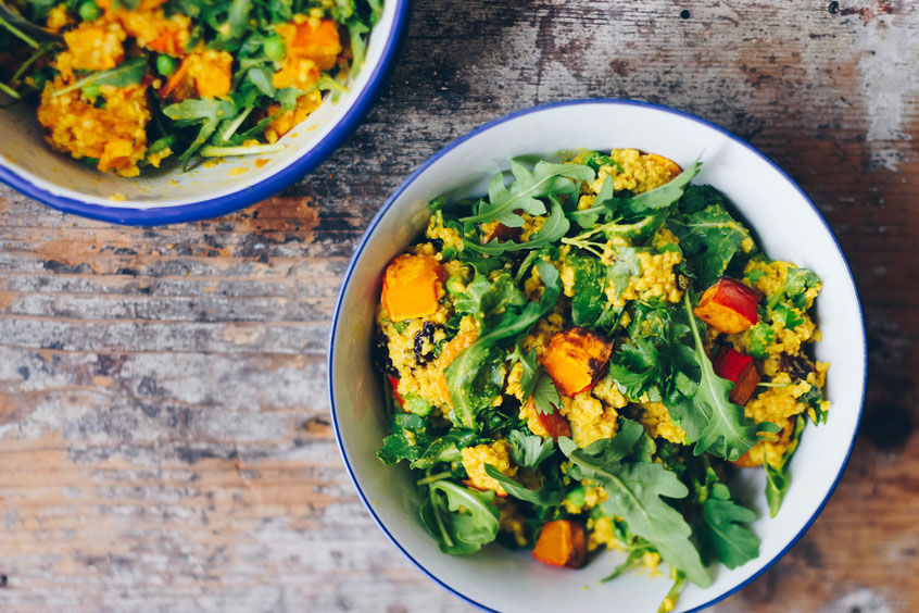 Gerösteter Kürbis Hirse Salat + Golden Tahini Dressing