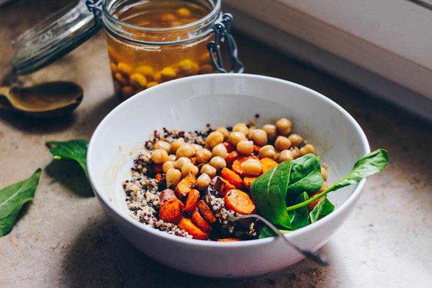 Quinoa Ofengemüse Kichererbsen Salat