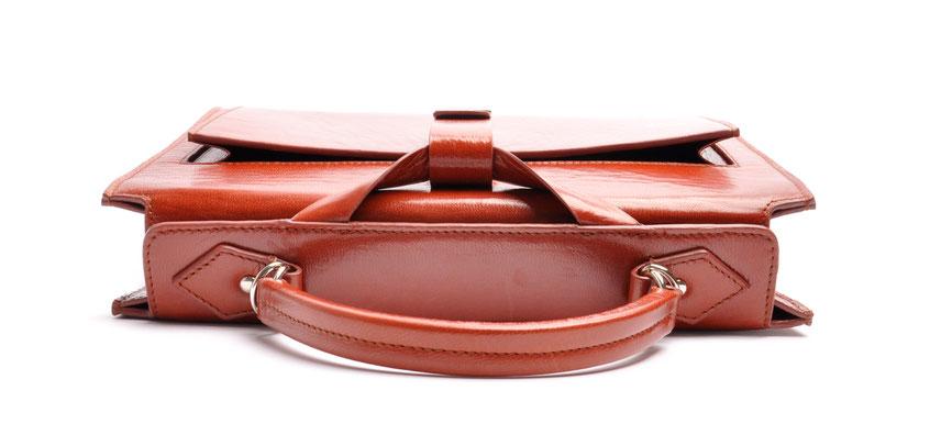 Nostalgische Taschenmodell COLETTE Henkeltasche inkl. Schulterriemen Farbe braun OWA Tracht Ledertasche braun im Vintage-Look versandkostenfrei kaufen  Detailansicht