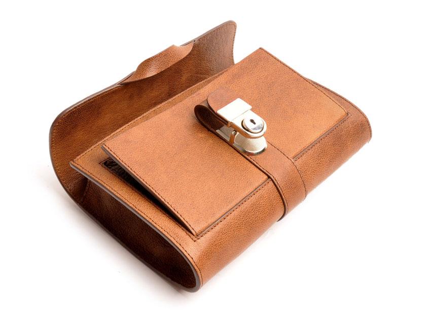 Trachtentasche Dirndltasche Schultertasche Vintagelook Clutch Büffelleder braun OWA Tracht Modell COLETTE Online-Shop versandkostenfrei bestellen