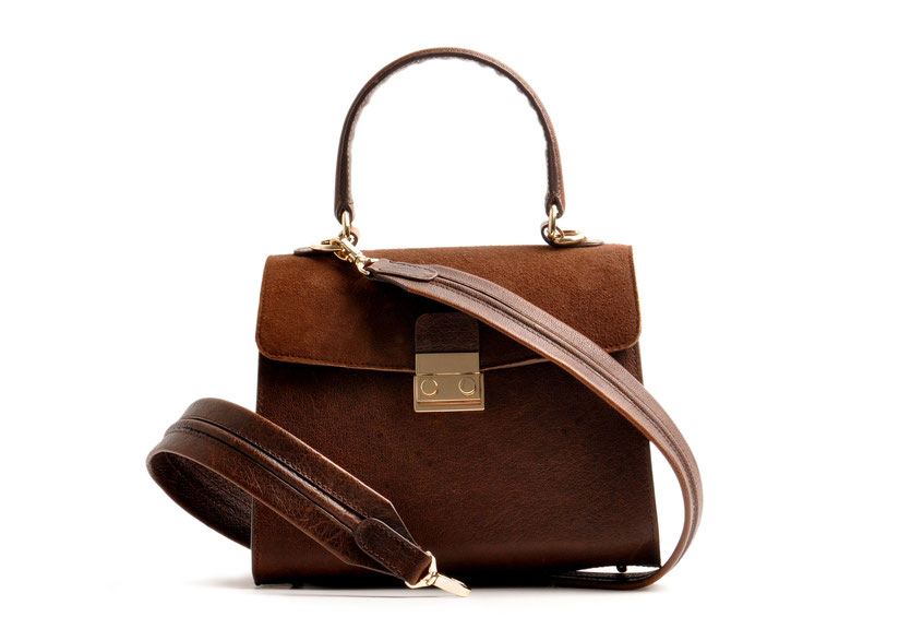 Online-Shop OWA Tracht  exklusive  Dirndltasche CLOE versandkostenfrei kaufen. Hochwertiges Leder. Handlebag . Shoulderbag . Minibag . Detailansicht . Schulterriemen